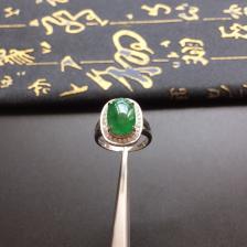 镶白金钻石糯冰种浓绿翡翠戒指