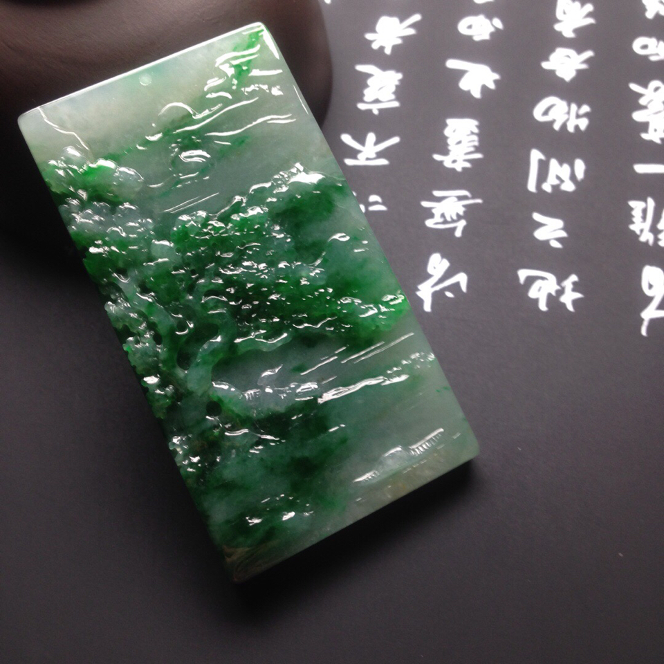 糯冰种飘绿花山水牌挂件翡翠