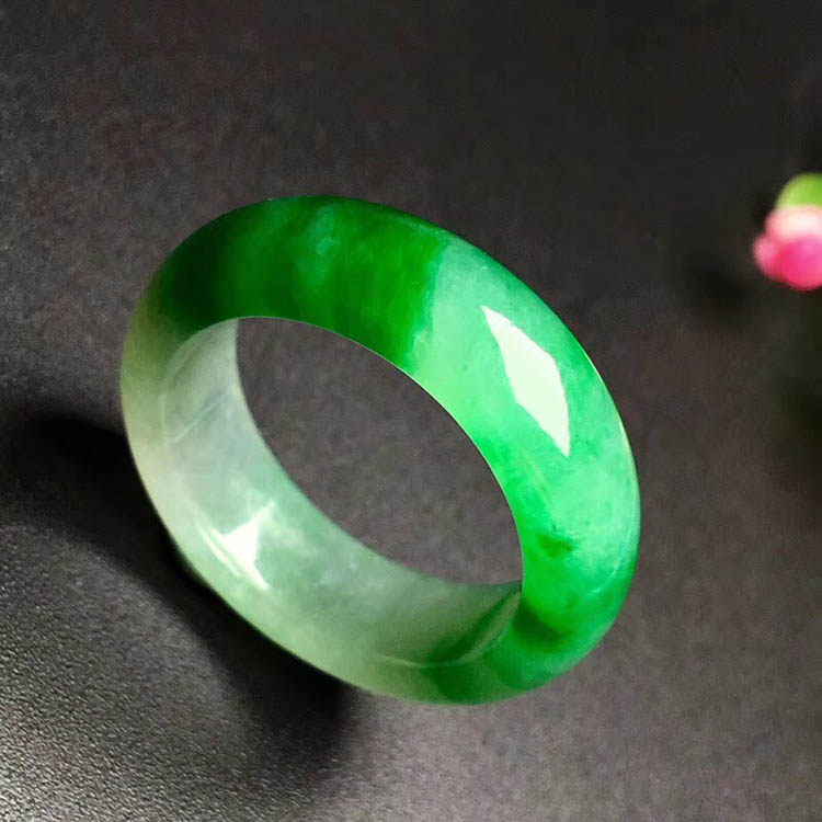 阳绿冰种翡翠指圈