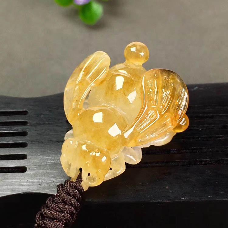 冰种黄翡蜜蜂翡翠吊坠第6张