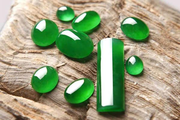 """常用于鉴别翡翠""""绿色""""的五大要点"""