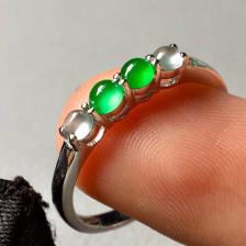 冰种无色加阳绿拼排翡翠戒指