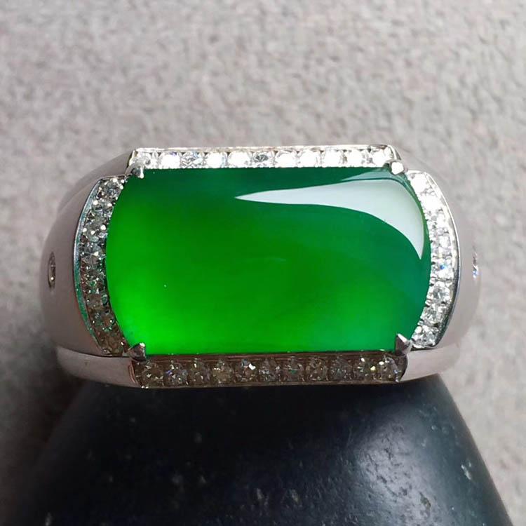 阳绿冰种马鞍翡翠戒指