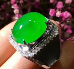 阳绿冰种鸽子蛋翡翠戒指(男士款)