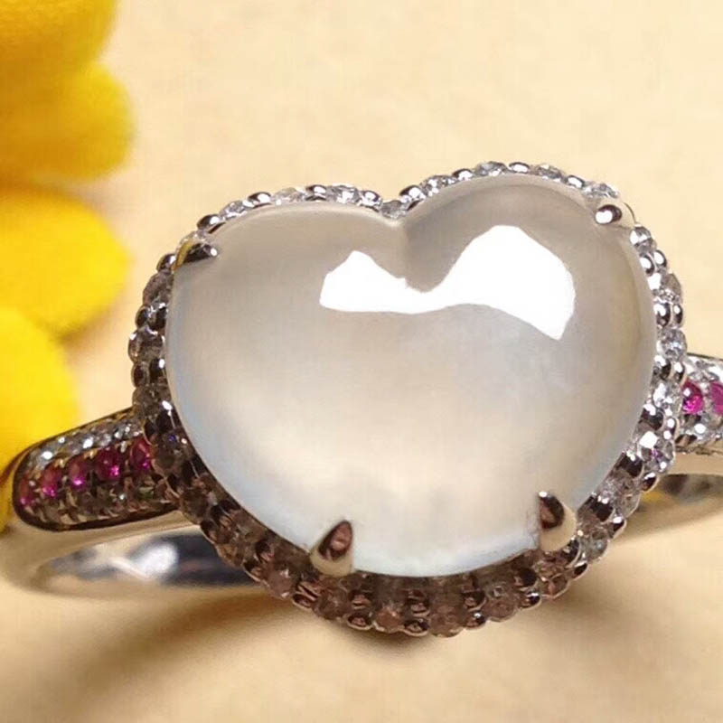无色冰种心形翡翠戒指(镶钻)