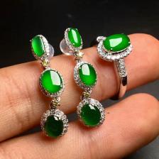 冰种阳绿蛋翡翠戒指耳钉一套