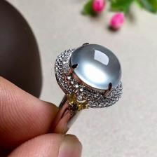 无色玻璃种翡翠蛋面戒指(镶金)