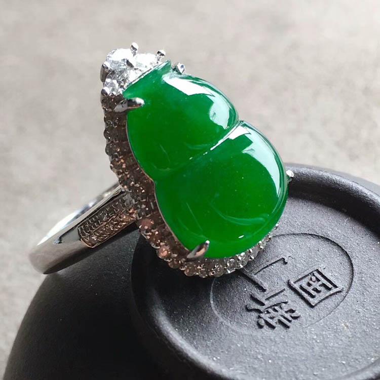 阳绿冰种翡翠葫芦戒指
