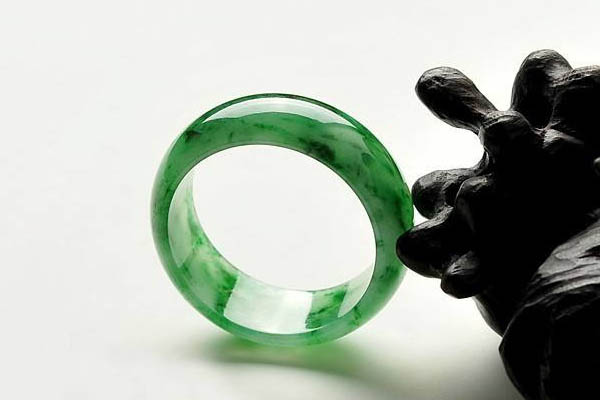 翡翠指环的由来和寓意,不仅只是定情信物