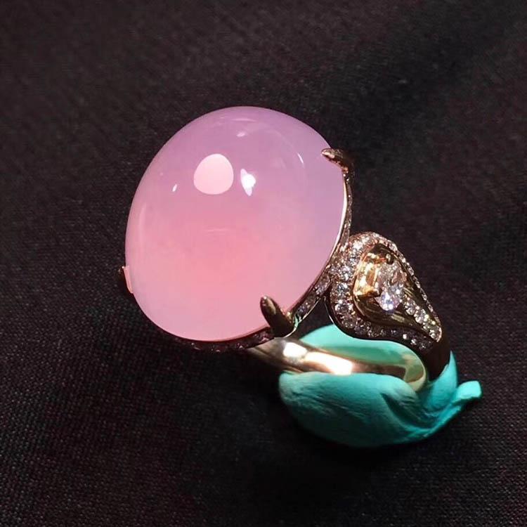 粉紫色蛋面冰种翡翠戒指