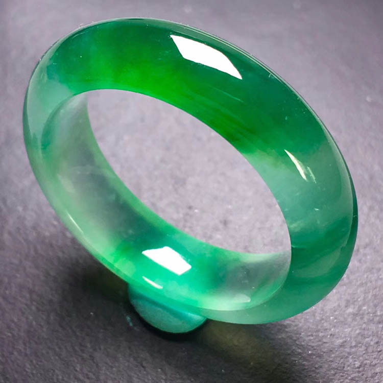 高冰种飘绿翡翠指环