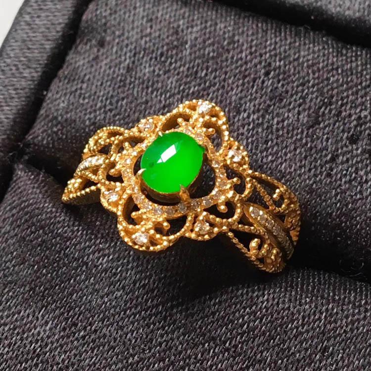 高冰种阳绿特色镶嵌翡翠戒指