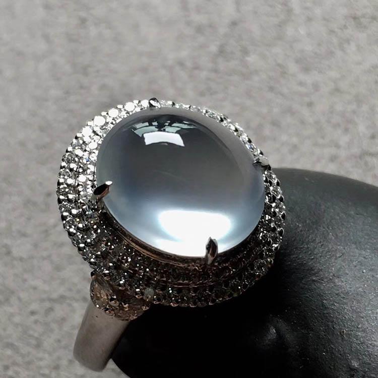玻璃种无色蛋面翡翠戒指