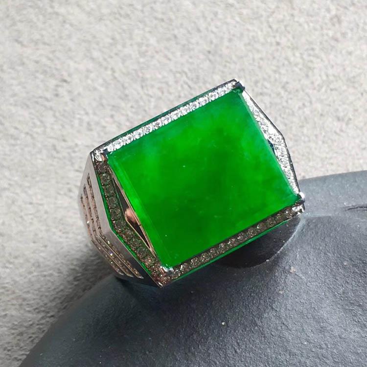 冰种正阳辣绿方形翡翠戒指