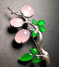冰种f粉色蛋面翡翠胸花