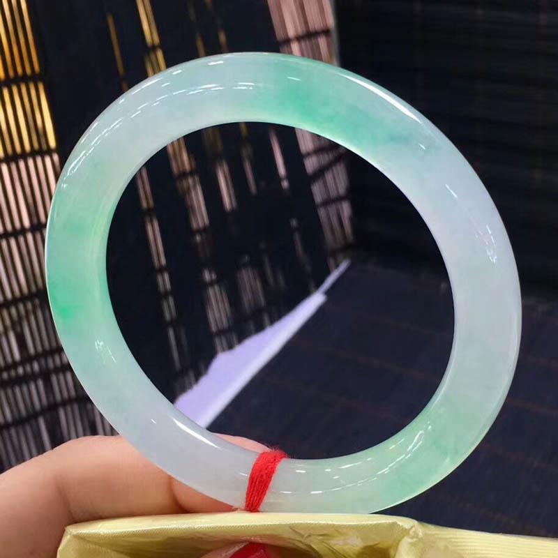 飘绿糯冰种翡翠圆镯56.3mm