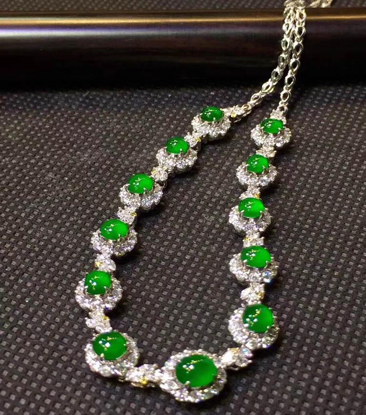 冰种帝王绿晚装翡翠项链(极品起荧光)第2张