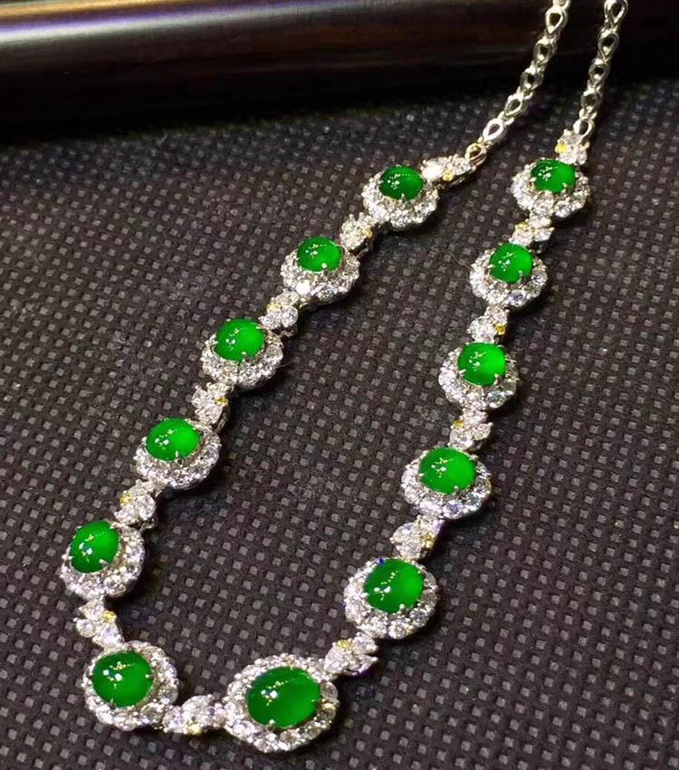 冰种帝王绿晚装翡翠项链(极品起荧光)第6张