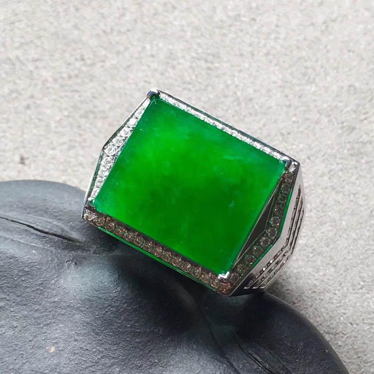 冰种正阳辣绿方形翡翠戒指第3张