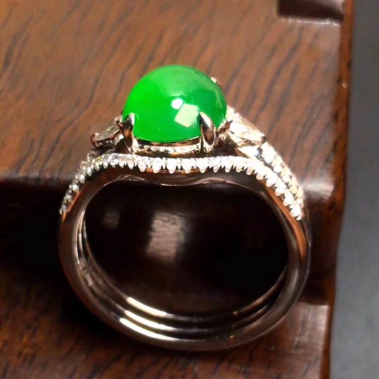 阳绿冰种翡翠戒指(蛋面)第2张