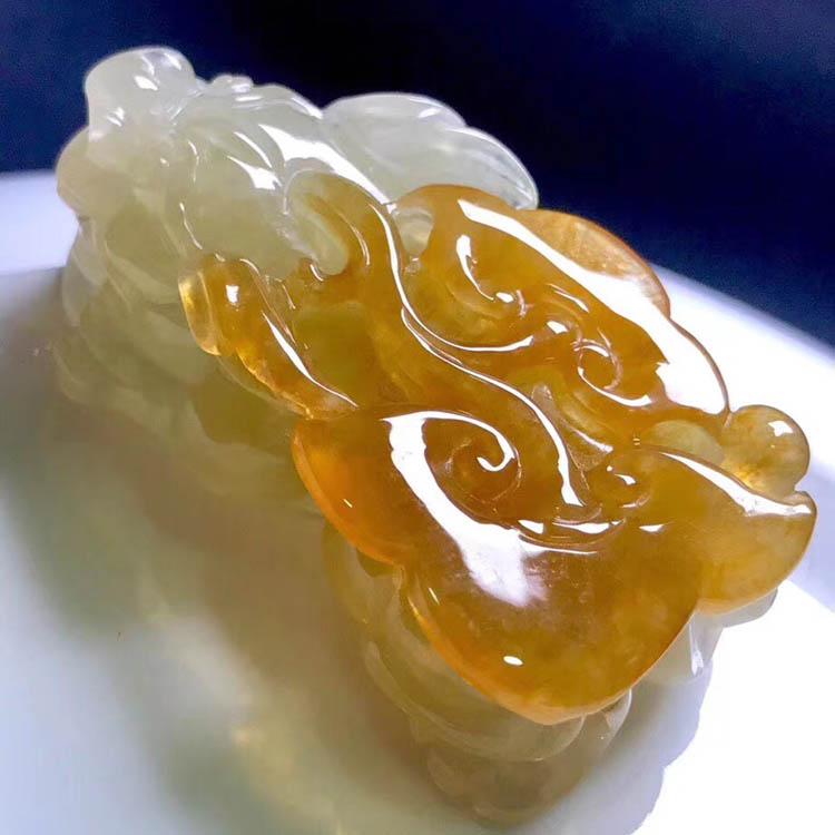 冰种黄翡貔貅摆件第3张