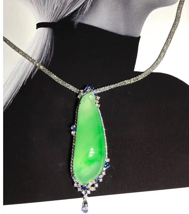 冰种飘绿福瓜翡翠项链