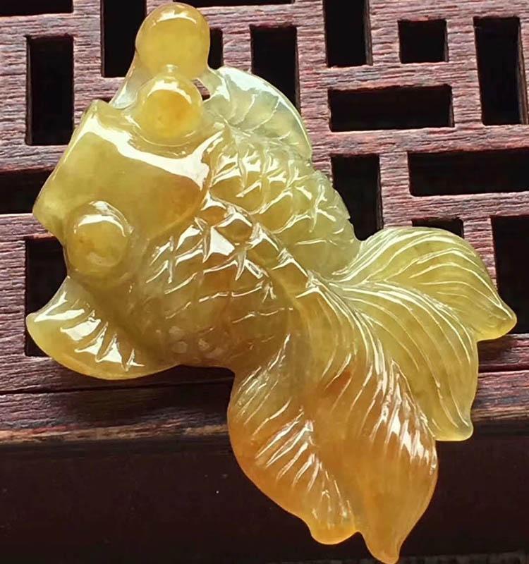 糯种黄翡金鱼翡翠摆件第5张