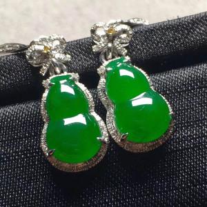 高冰满绿葫芦翡翠耳坠