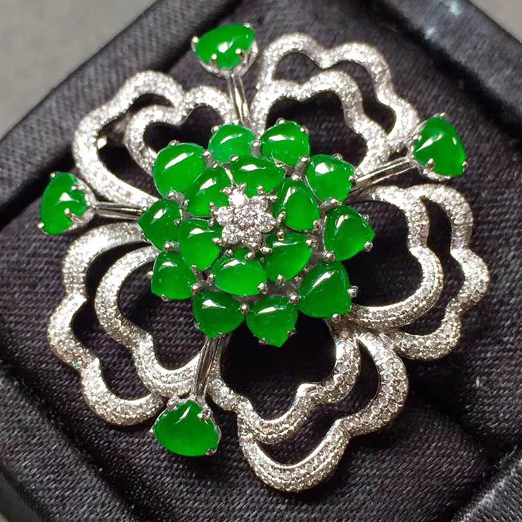 冰种阳绿花型翡翠胸针第4张