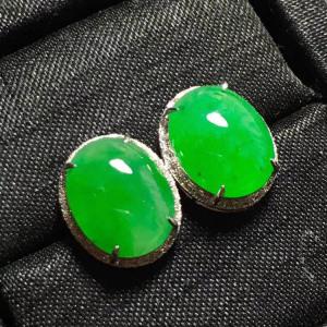 冰种阳绿蛋面翡翠耳钉