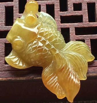 糯种黄翡金鱼翡翠摆件