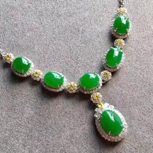 冰种满绿蛋面翡翠项链