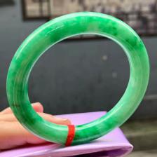 糯种满绿色圆条翡翠手镯