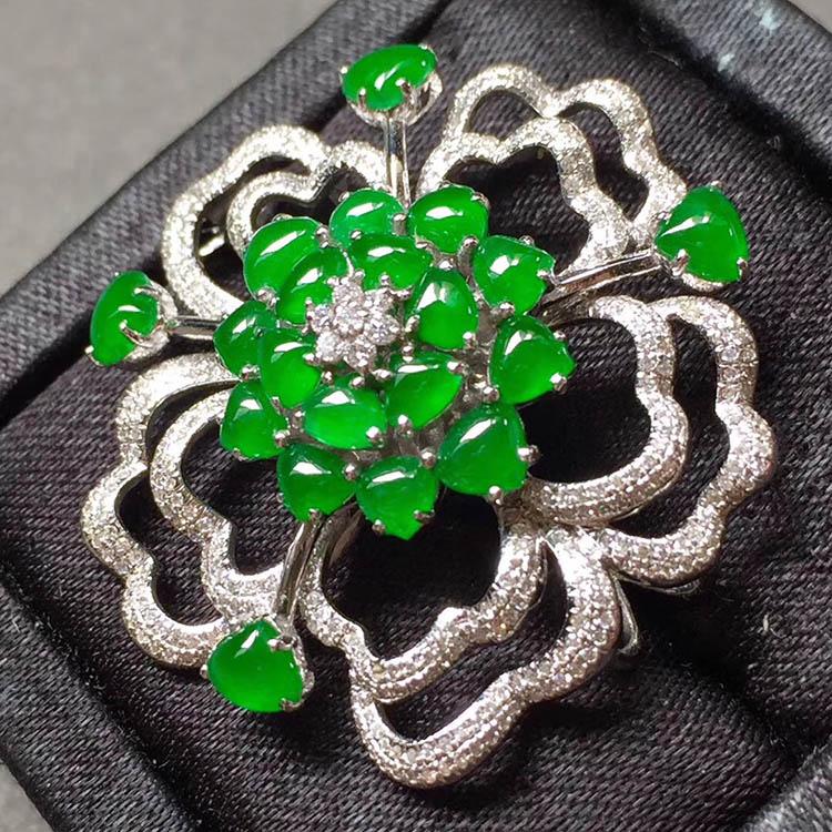 冰种阳绿花型翡翠胸针第6张
