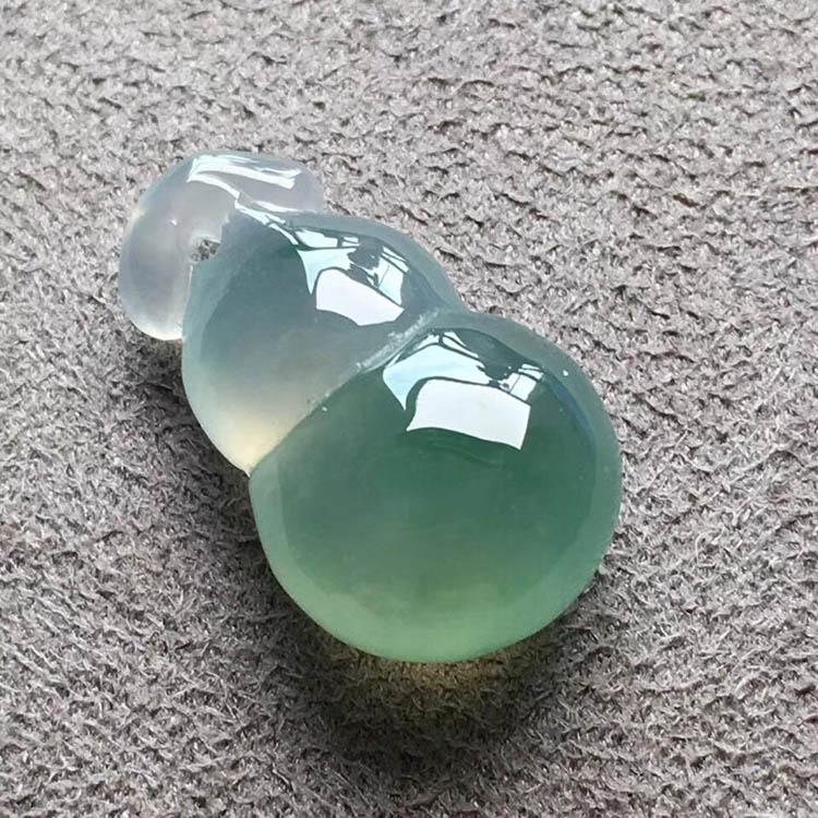 冰种飘绿葫芦翡翠吊坠