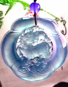 高冰种春带彩麒麟翡翠挂件