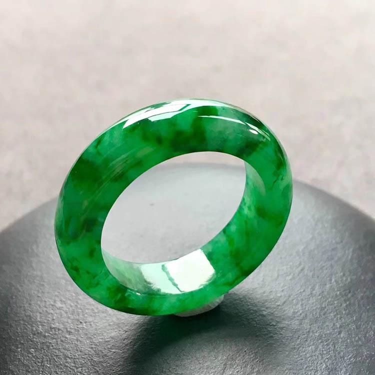 冰糯种满绿翡翠指圈