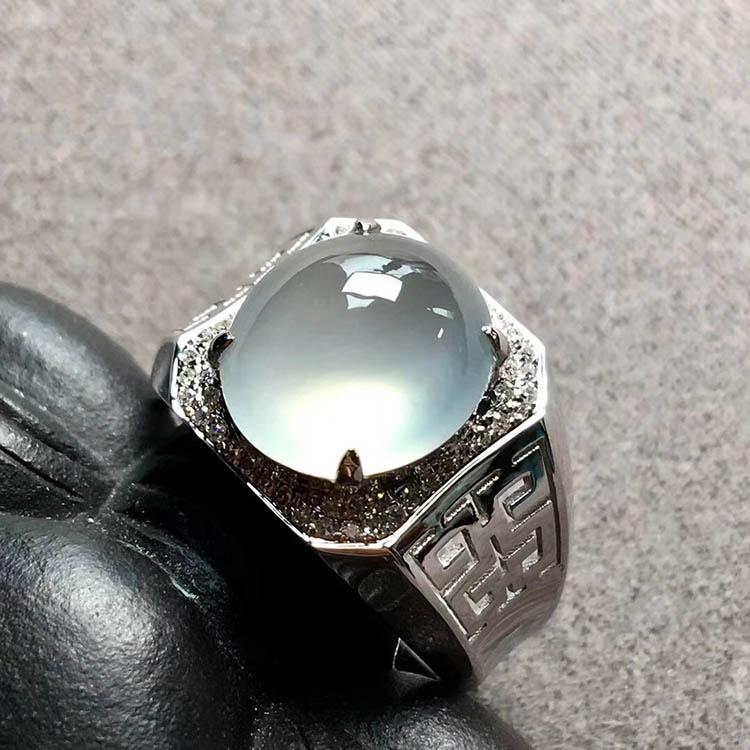 高冰种无色蛋面翡翠戒指
