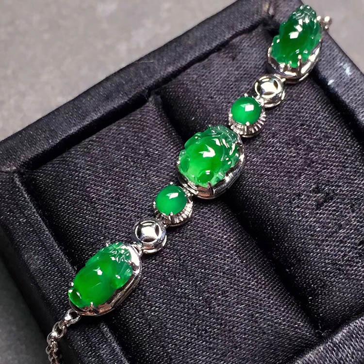 冰种阳绿貔貅翡翠手链第1张