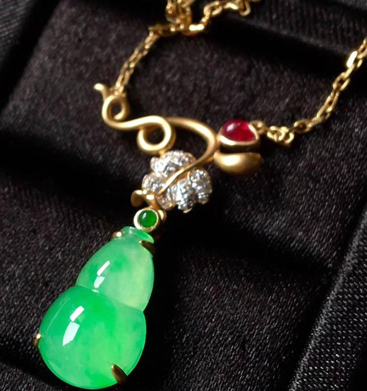 冰种阳绿葫芦翡翠项链第2张