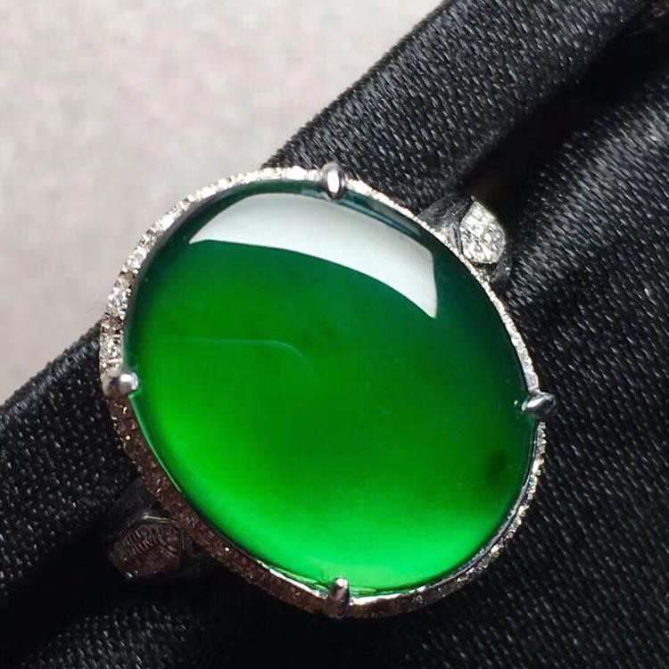 高冰种阳绿蛋面翡翠戒指