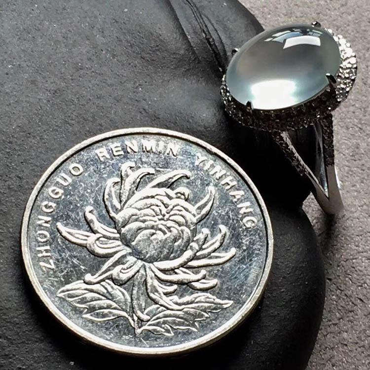 玻璃种无色蛋面翡翠戒指第3张