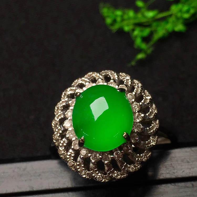 冰种阳绿蛋面翡翠戒指第1张