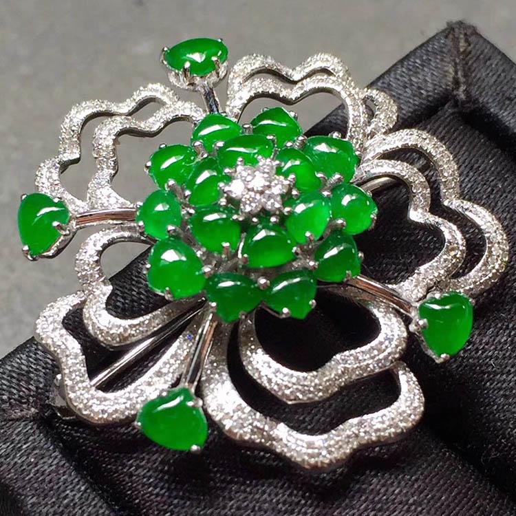 冰种阳绿花型翡翠胸针第3张