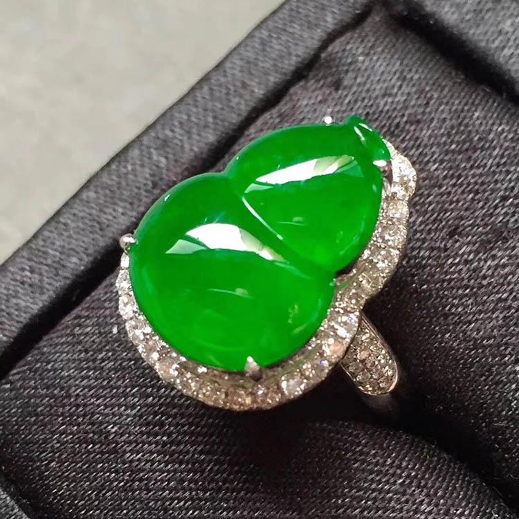 冰种阳绿葫芦翡翠戒指