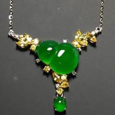 冰种阳绿葫芦翡翠锁骨项链