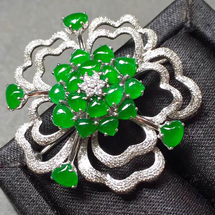 冰种阳绿花型翡翠胸针第5张