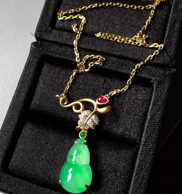 冰种阳绿葫芦翡翠项链第1张