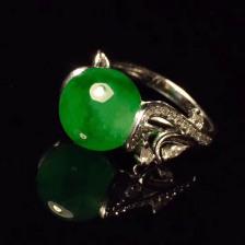 豆种飘绿圆珠翡翠戒指