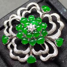 冰种阳绿花型翡翠胸针